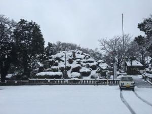 雪景色の田子山富士塚