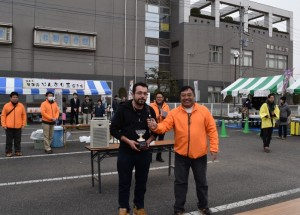 デミルコチさん(左)と須田会長
