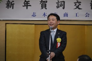 目標を表明する香川市長