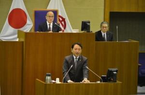 一般質問に答弁する香川市長
