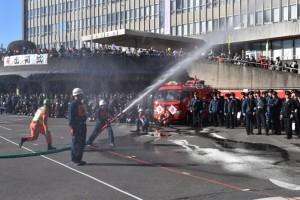 中道自警消防隊による小型ポンプ操法
