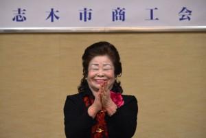 斉藤連合婦人会長による恒例の三本締め