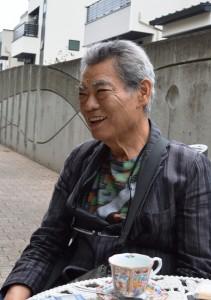 取材に応じる関根氏(6月23日、志木市本町のギャラリースペースMで)