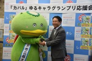 7月のカパル応援会で香川市長と(志木市役所にて)