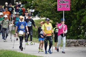 20キロのフルコースをスタートする参加者