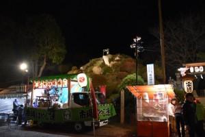 参拝者で賑わう田子山富士塚と敷島神社